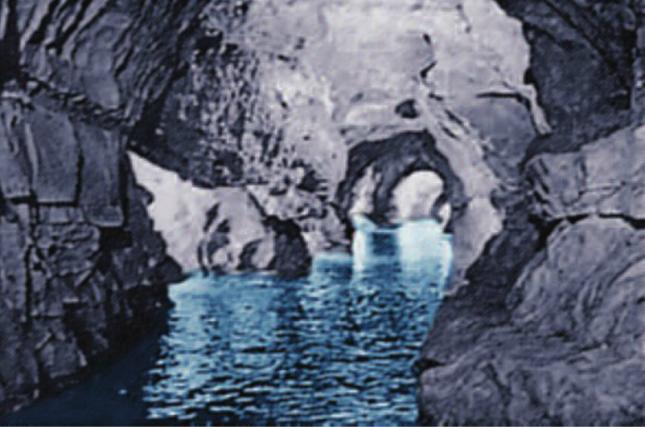 Hinh 9.2. Hang động-kết quả của sự hòa tan đá vôi do nước