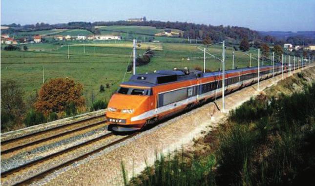 Hinh 37.1. Tàu cao tốc TGV của Pháp, có tốc độ chạy tàu tới 260 km.giờ